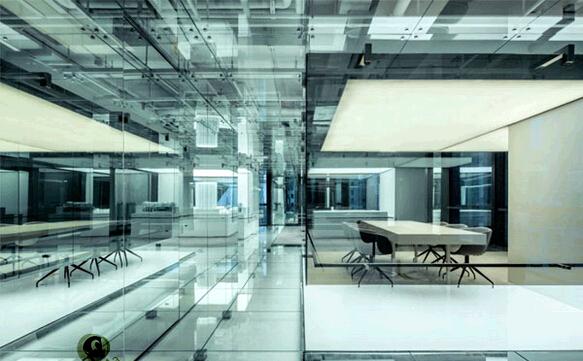 利用玻璃增强展示设计空间感